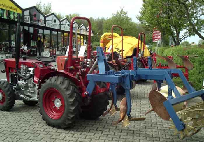 Traktor mit KombiKupferPflug 2